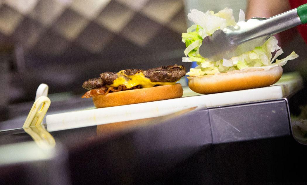 fatburger-assembly-flip